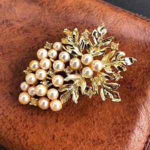 Vintage Unmarked Pearl Brooch